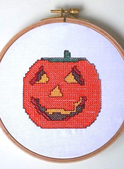 Halloweendeko - Stickdatei via Makerist.de