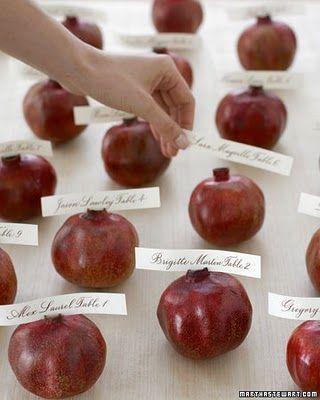 pomegranate escort cards | Burgundy Wedding | Matrimonio color borgogna | Sweet September...http://theproposalwedding.blogspot.it/ #autumn #fall #autunno