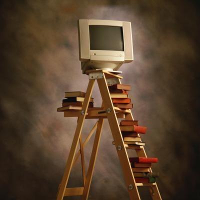Faça você mesmo uma estante de livros com uma escada  | eHow Brasil