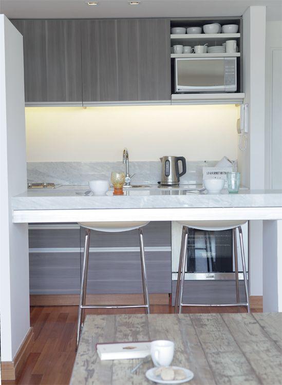 La cocina refuerza la apuesta por la est tica moderna con for Mesadas de cocina pequenas