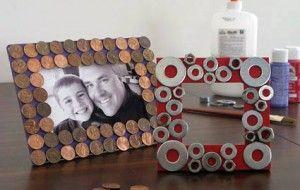 Regalos caseros día del padre: portarretratos de cartón y monedas en desuso
