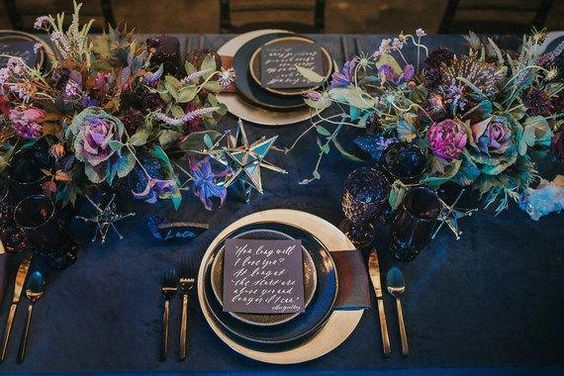 Shades of Purple, Navy & Gold Autumn Wedding Table Setting #GoldCoins