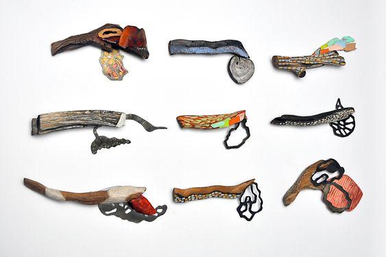 HIDDEN CURRICULUM - Aggelika Diplari Garden Brooches Wood, argentium silver, pigments, patina – avec Aggelika Diplari.