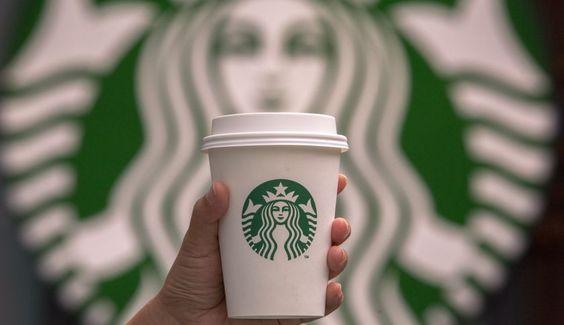 65 creativos e increíbles vasos de Starbucks convertidos en piezas de arte