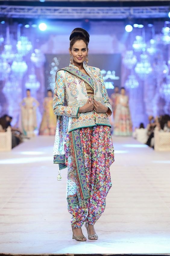 Pakistani fashion shows dresses for mother
