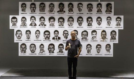 Steven Spazuk creó un mural con los rostros de los estudiantes para simbolizar…