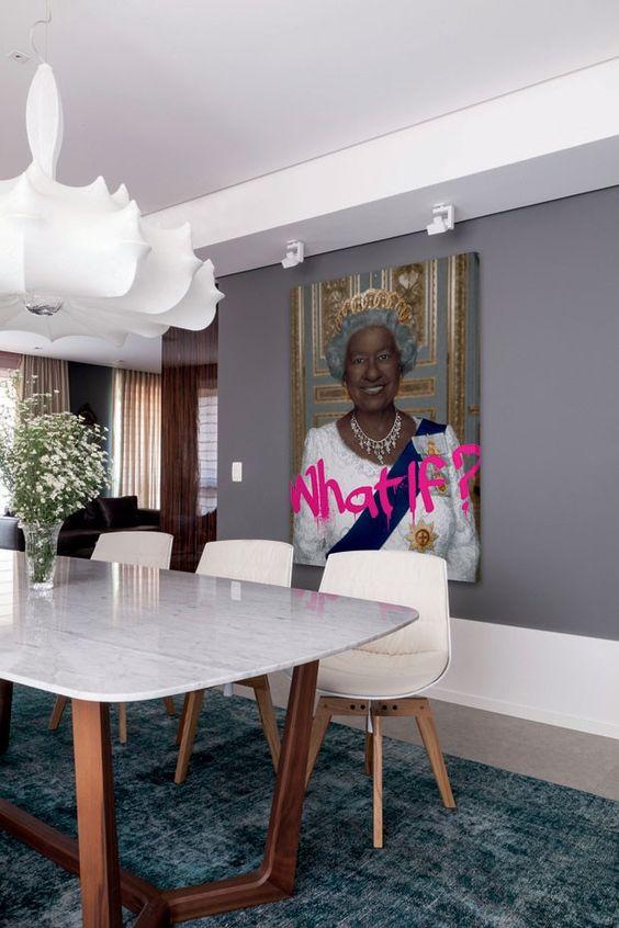 Apartamento alia luxo e irreverência: Henrique Steyer assina lar de casal em Porto Alegre