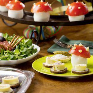 Zwiebeln fein würfeln. Eier pellen und fein würfeln. Schnittlauch waschen und in feine Röllchen schneiden. Schnittlauch mit Eiern, Zwiebeln,...