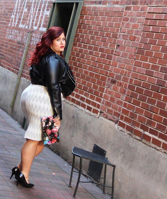 New blog post!!!! Link in bio for details on this look!! _____________________   #curvescurlsandclothes   #style   #boots   #curvygirl   #fallfashion   #fashionforwardplus   #effyourbeautystandards   #fullfiguredfashion   #pmmlovemybody   #plussizefallfAshion   #plussizefashion   #styleblogger   #ootd   #huntsvillemodel    #iamfullfiguredfierce   #volup2isdiversity    #model   #stylehasnosize   #plusisequal   #alabamafashion   #f21xme   #celebratemysize   #plussizestyle    #dopecurves…