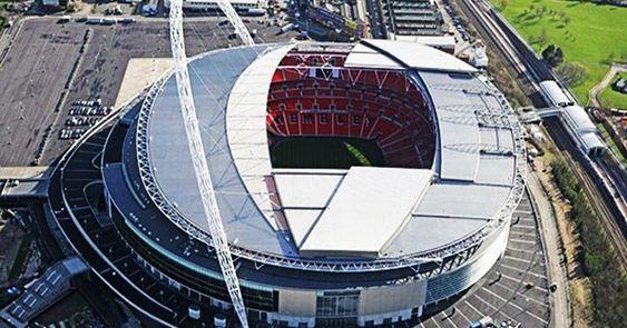 1 ملعب وامبلي لندن Wembley Stadium London استاد ويمبلي بلا شك هو الملعب الأكثر شهرة في عالم كرة القدم الفريق المنتخب ال World Football World Stadium