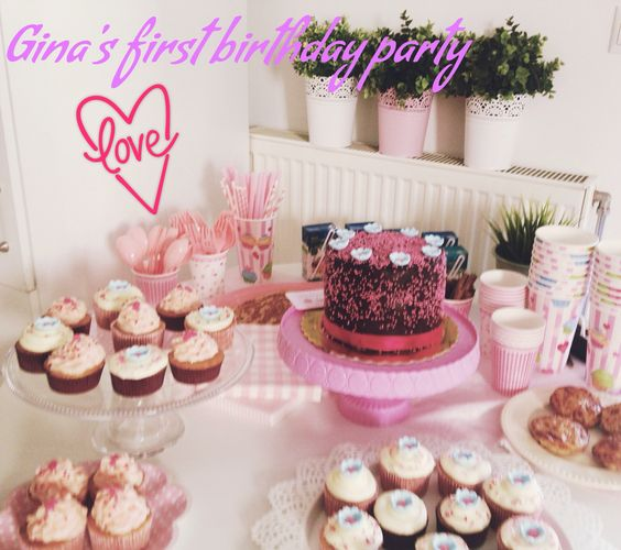 Birthday table for a girly birthday party