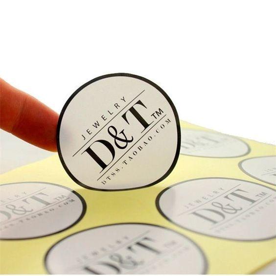 Vinil adesivo impresso com corte no formato que desejar, pode variar estilo de corte, medida e ainda escolher em qual tipo de adesivo deseja a impressão: Branco fosco, branco brilho, jateado ou transparente.