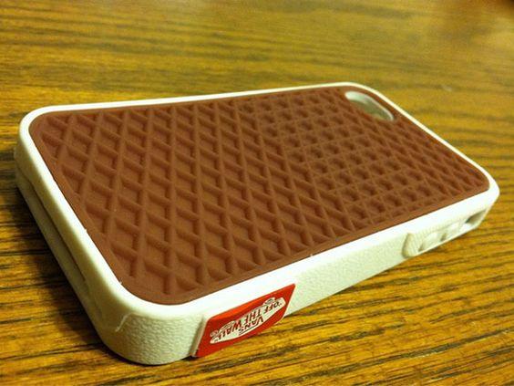 Case de iphone da marca Vans: réplica de um dos conhecidos solados de seus tênis. Belezura!