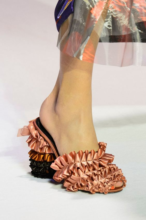 Marco de Vincenzo at Milan Fashion Week Fall 2016 - Livingly