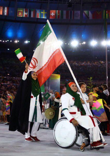 Zahra Nemati ist die erste Fahnenträgerin der Islamischen Republik Iran bei...