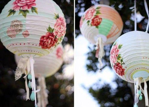 lanterne faite avec une boule japonaise la peindre puis coller des fleurs d coup es dans du. Black Bedroom Furniture Sets. Home Design Ideas
