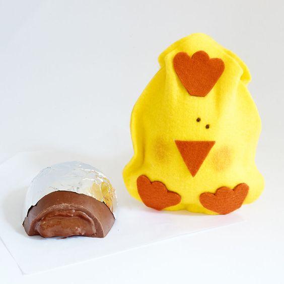 1/2 Ovo de pácoa recheado de Nutella - Pintinho - Suklaá Chocolates http://www.loja.suklaa.com.br/product/879555/1-2-ovo-de-nutella-pintinho