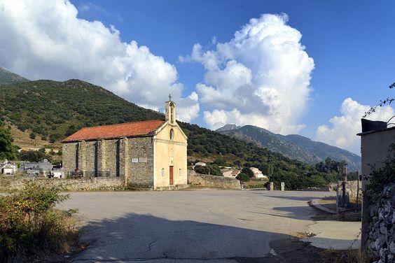 Corsica - Les Cols Corse - Bocca di Santa Maria (col de Sainte-Marie) (472 m) - est l'un des principaux cols de Corse, se trouve sur le sillon dépressionnaire central de l'île, à l'est du massif du Monte Astu (ou Serra di Tenda),et l'extrémité orientale de la Balagne à l'ouest, représentée par les contreforts ophiolitiques du massif du Monte Cinto. Il se situe au cœur même de la commune de Pietralba, à environ 1 km au sud du village.