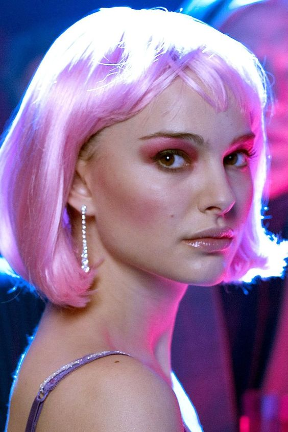 She wore a bobbed pink wig for her role in [i]Closer[/i].