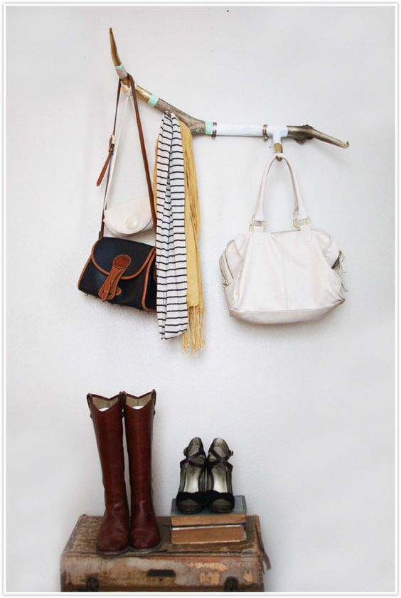 um antler coat rack.  a must.: Blais Styles, Painted Branches, Camille Styles, Perchero Diy, Diy Coat Rack, Drift Wood