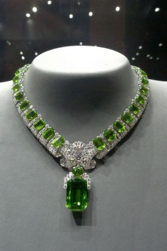 This is a superb Burmese peridot necklace