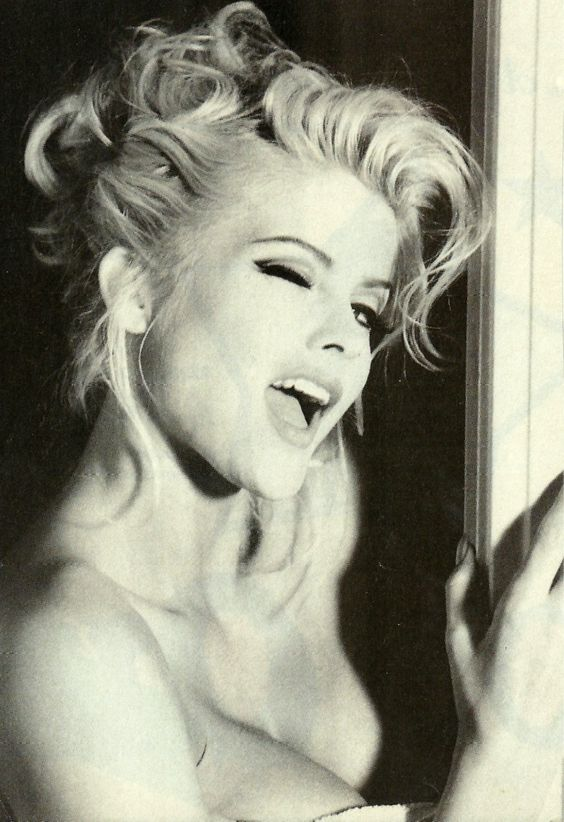 Anna Nicole Smith her pretty face and electric soul!