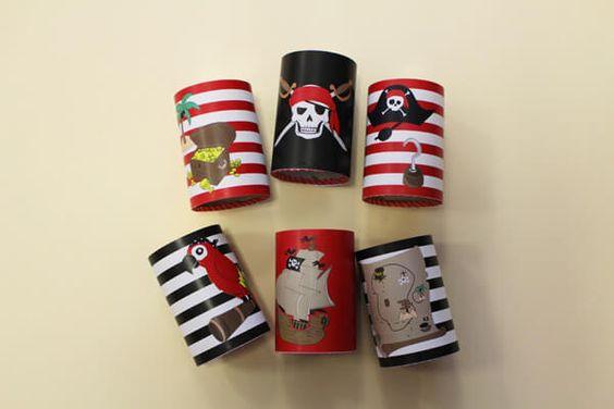 Réutilisez vos boites de conserve vides et créez un jeu chamboule-tout Pirates avec vos enfants.