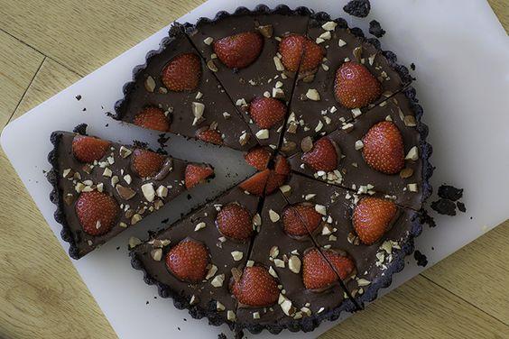 No-bake Oreo-aardbeientaart met chocolade