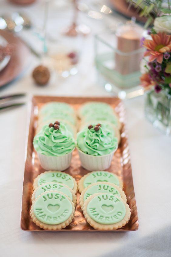 chopper, rose, mint wedding inspiration, cake pops, cookies, cupcakes and flowers. Hochzeit, Inspiration am Schloss von Hammerstein, von Lichterstaub-Fotografie. In Zusammenarbeit mit @Sonja Klein Hochzeitsfloristik, @Frieda Therés, @ESHATKLICKGEMACHT
