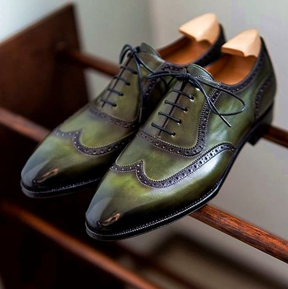 Types of Shoes to Pair With Suits