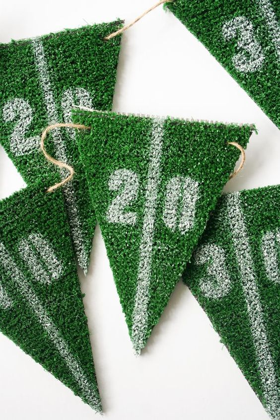 DIY Football Party Astroturf Yardline Bunting // Superbowl Party Decor Idea: