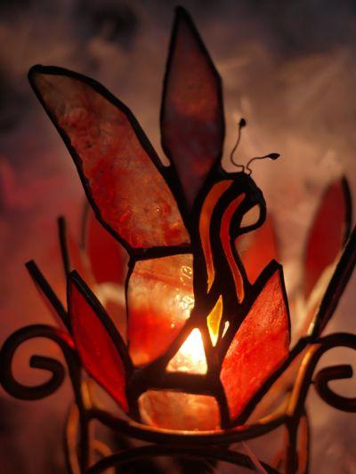 ステンドグラスで制作した赤い妖精のかわいいランプ♪チューリップのお花の妖精をイメージして制作しました現品かぎりの1点ものです〜サイズ的にもちいさめで ちょっと...|ハンドメイド、手作り、手仕事品の通販・販売・購入ならCreema。