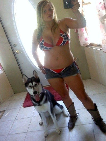 neked hot female rednecks