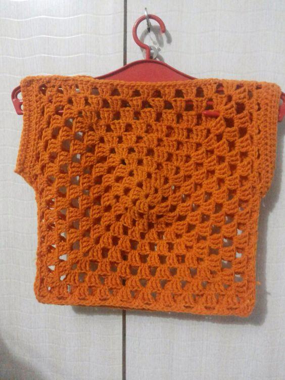 Crochet easy top granny square free pattern - http://pardonmychaos-amanda.blogspot.in/2011/08/granny-square-top-tutorial.html?m=1: