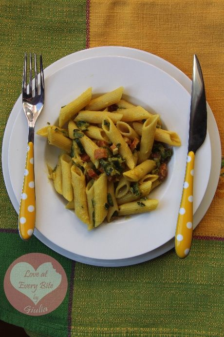 Penne con zucchine, speck e zafferano – Pasta with courgettes, speck and saffron