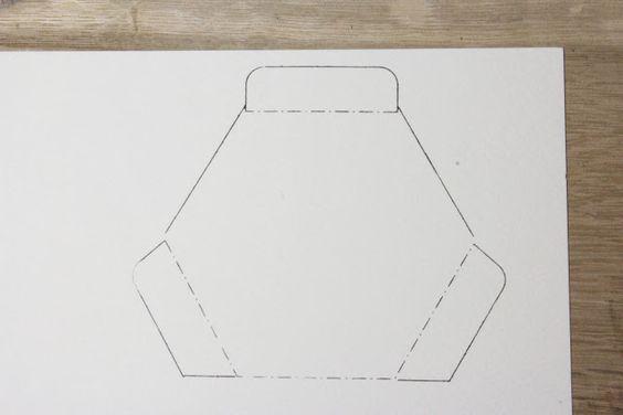 9.スタンプできました!なにやら実線と点線でできた図形のようです。
