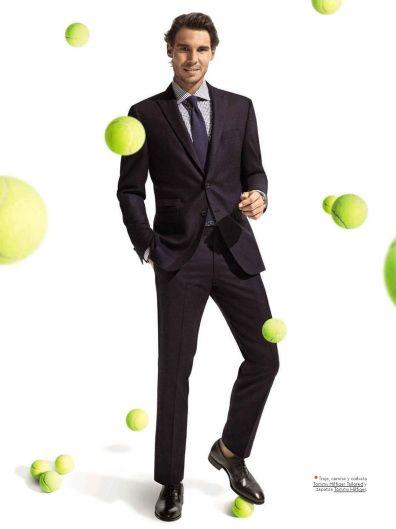 テニスボールが浮いているラファエル・ナダル