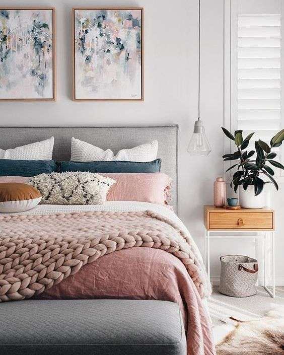 Colori pareti estate 2018 - Colore grigio chiaro per le pareti della camera da letto - Bedroom with light grey walls