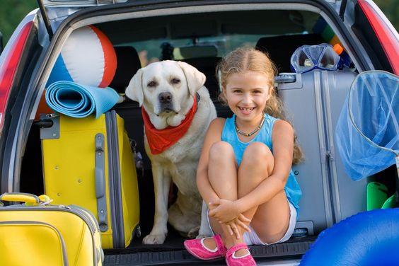 10 Tipps für stressfreie Autofahrten mit Kindern - Urlaub ist die schönste Zeit des Jahres. Damit das auch für das Verreisen mit dem PKW gilt, gibt es hier 10 Tipps für stressfreie Autofahrten mit Kindern.
