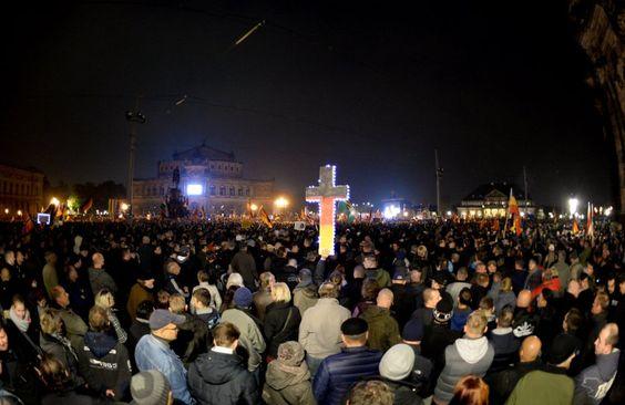 Pegida-Demonstranten am Montagabend in Dresden: Sie missbrauchen christliche...
