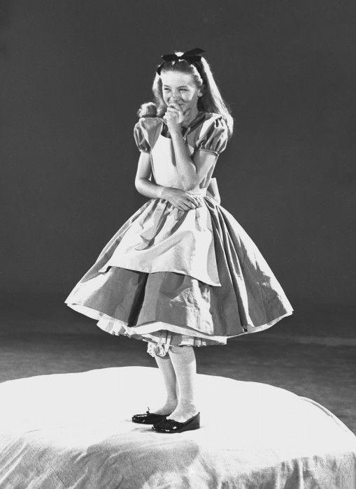 Kathryn Beaumont modelo que interpretó a Alicia en el país de las maravillas