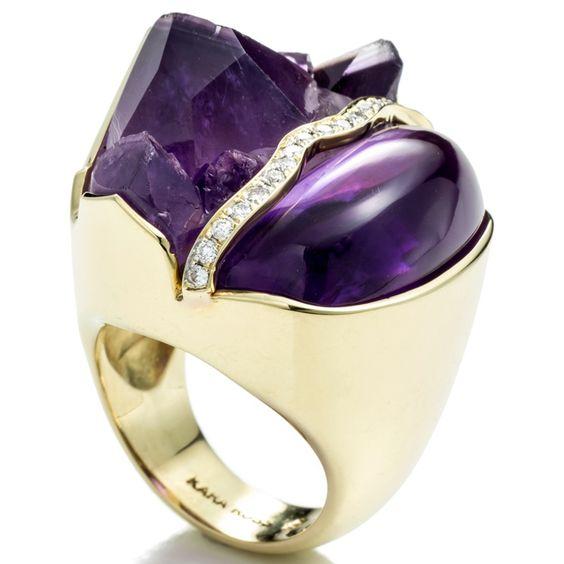 Kara Ross Kara Ross - Anello Petra Split in oro giallo, ametista e diamanti.  - See more at: http://www.vogue.it/vogue-gioiello/shop-the-trend/2015/02/gioielli-ametista-viola#ad-image