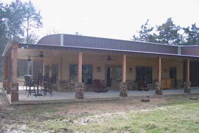 Metal barn with living quarters barndominium house for Metal barn plans with living quarters