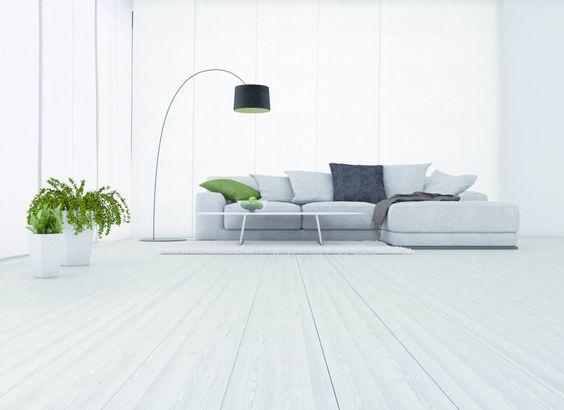 Protettivi, cere, detergenti, prodotti all'acqua: ecco i trattamenti di bellezza per pavimenti di legno che durano nel tempo