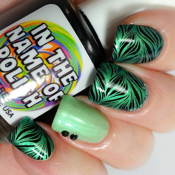 Happy Tuesday!  I have another #stampedwatermarble Base is His Black Card from @inthenameofpolish Stamped with Bells of Ireland from @mpolishes using @bundlemonster plate BM-XL210 And my #clearjellystamper from Aliexpress Topped everything with Topped with Love from @shoploveangeline #inthenameofpolish #mpolishes #bundlemonster #toppedwithlove #watermarble #nailstamping #stampingnailart #nailitdaily #nailartpromote #nailpromote #showmynails #mrsmiscostello #nailprodigy #polishlicious…