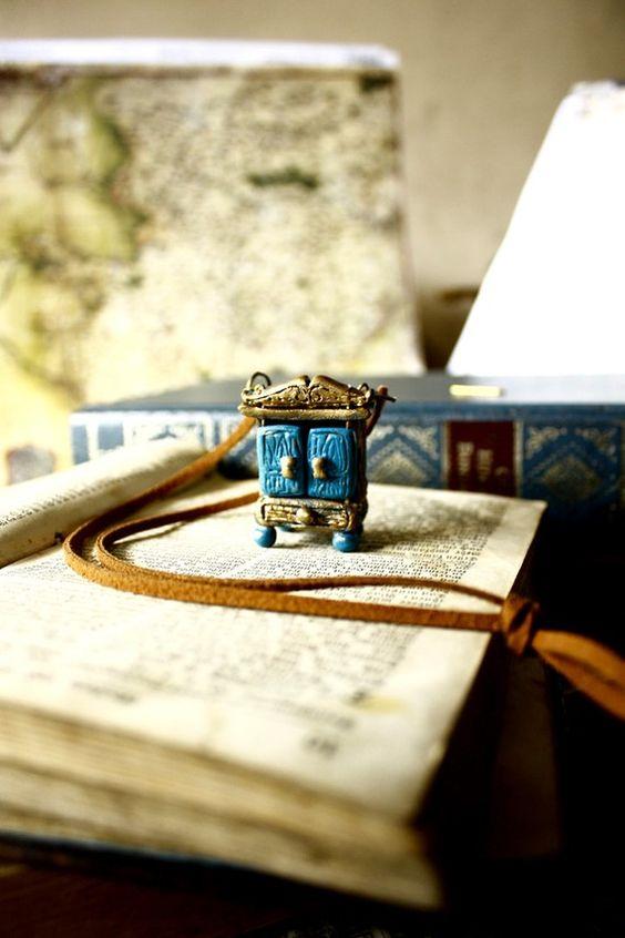 Miniature secret cupboard locket necklace von SixAstray auf Etsy