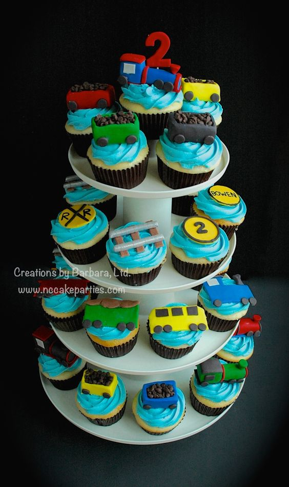 Train Cupcakes - Toppers are fondant :).