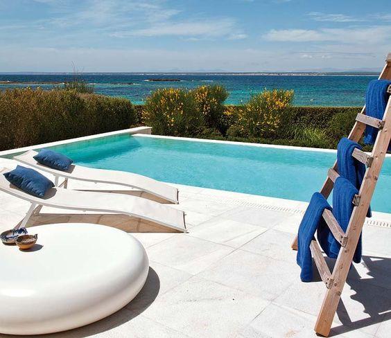 Adosado en Mallorca con vistas al mar. Imagen vía Nuevo Estilo.