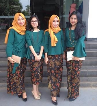 37 Kebaya Pesta Untuk Seragam Pernikahan Keluarga Dan Kondangan Boesana Com Model Pakaian Baru Model Baju Wanita Pakaian Wanita