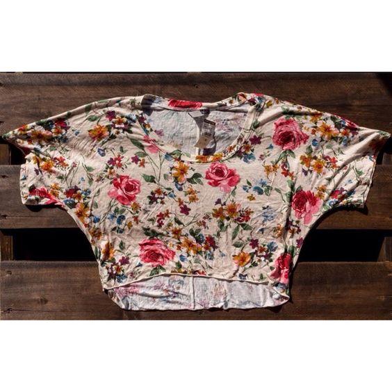 Host Pick!  Floral Crop Top High-Low short sleeved floral crop top  Beige with colorful flowers; Lightweight   100% Rayon NEVER worn! Still has tags. True to size. Body Central Tops Crop Tops